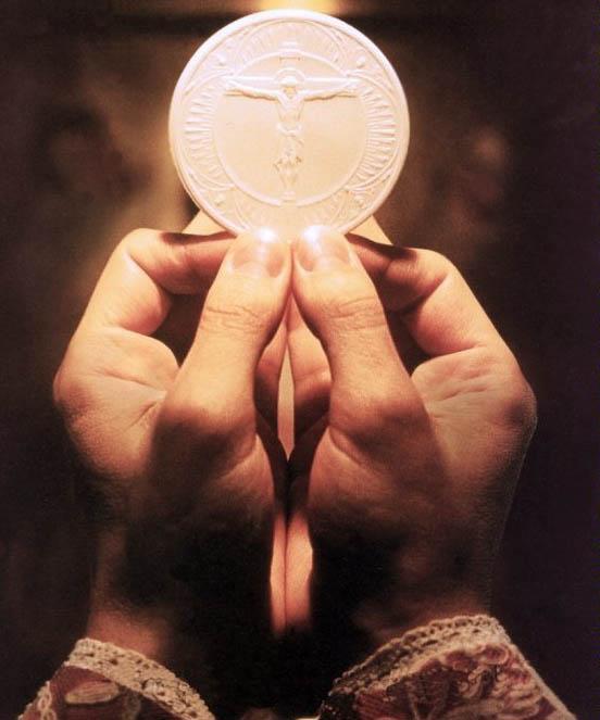 http://www.templarisanbernardo.org/Eucaristia%20eucarestia%20templare%20PCCCIC.jpg